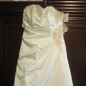 🆕 NWT Beautiful Wedding Gown Size 2 🆕